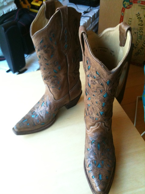 My new cowboy boots - beautiful, no?
